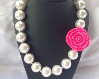 Girls bubble gum pearl necklace with hot pink flower