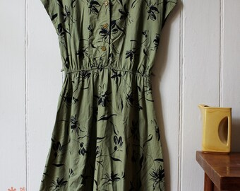 Vintage 1980's olive green floral dress - Medium