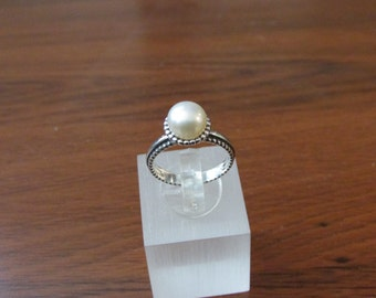 925 sterling silver ring with a white pearl
