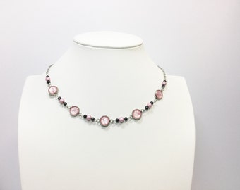 Necklace with pink pearls and cabochons