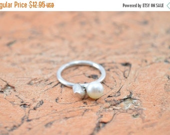 1 Day Sale Created Pearl Bead & Heart Charm Band Ring Size 5.5 Sterling Silver 2.7g Vintage Estate