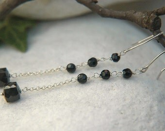 Earrings in black onyx