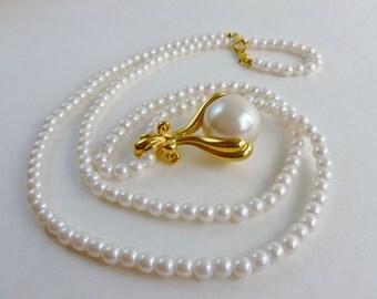 Vintage necklace-pearl necklace-Large pearl pendant-1970 vintage necklace-long pearl necklace-costume pearls-vintage gift-vintage wedding