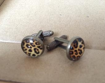 Bronze Leopard Rockabilly style with cabochon cufflinks