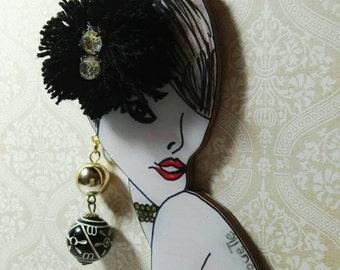 Mod.pom silhouettes pom line necklace