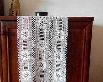 Crochet Table Runner FREE Shipping '70s Vintage Handmade