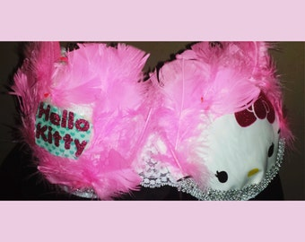 hello kitty fun with feathers