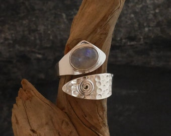 Ring silver 925, hammered ring with rainbow moonstone