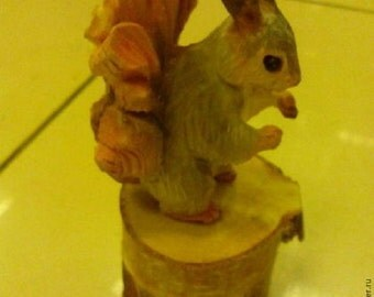 Squirrel-wood carving