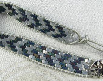 Leather wrapped bracelet with grey half-tilas