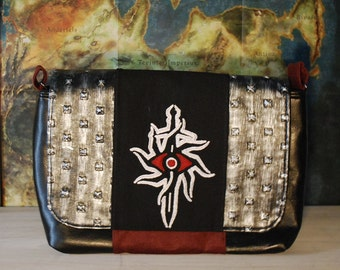 Seeker Small Messenger Bag