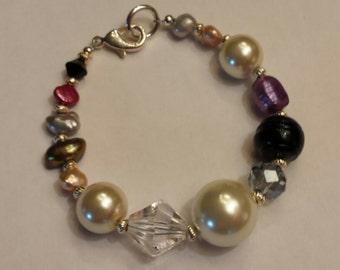 Freshwater pearl and faceted glass beaded bracelet