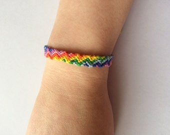 Adjustable Friendship Bracelet in Zig Zag Pattern - Rainbow