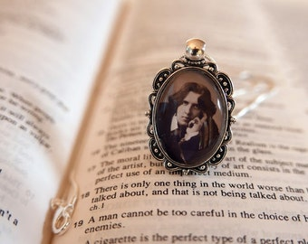 Oscar Wilde Pendant Necklace - Antique Silver, Literary Jewelry, Library Necklace, Gift For Reader, Bibliophile, Vintage Jewellery