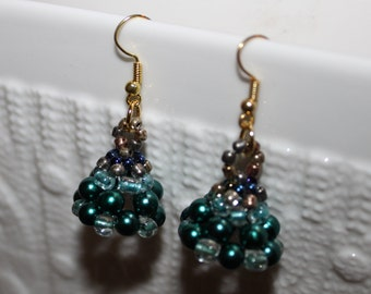 Green  beaded handmade earrings; beadweaving