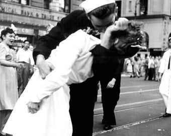 Iconic Image of Soldier Celebrating the End of World War II by Kissing a Random Woman in Times Square - 5X7 or 8X10 Photo (AA-534)