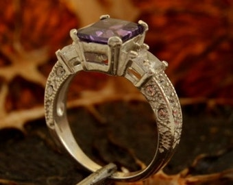 ALEXIS Silver Ring With Amethyst