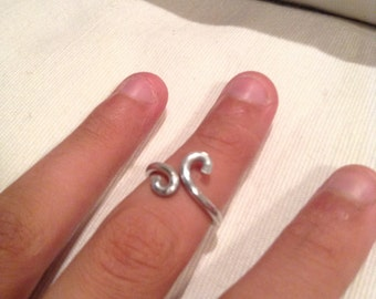 Size 4 knuckle ring