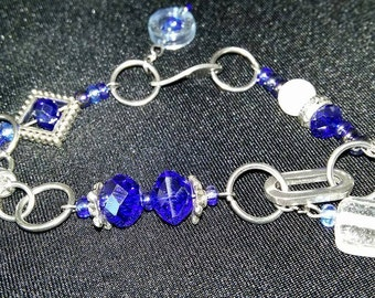 Blue and white crystals bracelet
