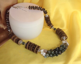 Necklace from a combination of green agate and mother of pearl. Holyday gift.For women.