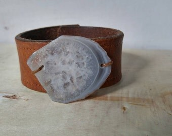 Genuine leather cuff with Agate stone