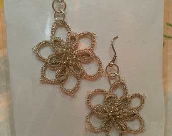 Earrings, made with golden thread diamant DMC and beads