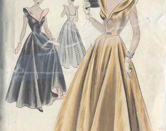 "1940s Vintage VOGUE Sewing Pattern DRESS B30"" (R577)  Vogue S4012"