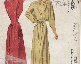 1947 Vintage Sewing Pattern B36 NEGLIGEE (1444) McCall 7035