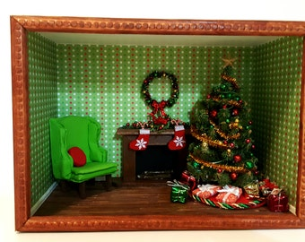 Traditional Christmas Room Box (Green, Red and White)