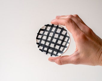 Ceramic dish, made from porcelain and handpainted with a grid pattern