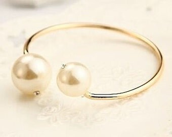 VINTAGE Gold tone cuff with two giant faux pearls on the ends