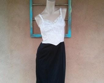 Vintage 1960s Slip Black White Van Raalte Pin Up Sexy Lacy Bodice B34