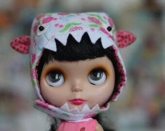Blythe monster hat
