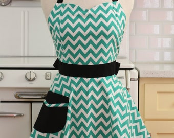 Retro Full Apron Sweetheart Neckline Green and White Chevron - BELLA