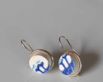 Simple Circle Broken China Earrings - Blue and White