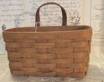 1986 LONGABERGER Medium Key Basket with leather handles
