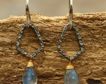 Earrings,Sterling silver Oxidized freeform hoops with hammered textures with teardrop faceted labradorite and silver hooks