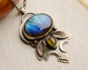 Eye Catching Labradorite Necklace, Peridot Necklace in Silver, Unique Metalwork Jewelry, Bohemian Style Pendant, Bezel Set Jewelry