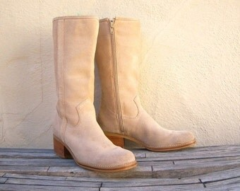 FLASH SALE Vintage suede campus boots / Candie boots / cream tan suede boots / womens 7 M