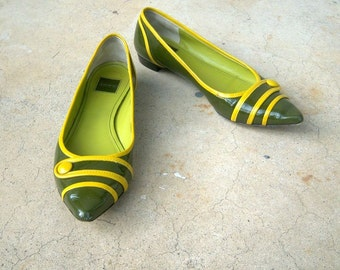 Retro COACH flats / olive green mustard yellow / pointed toe flats / patent leather, 6 B
