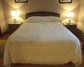 Vintage white hobnail chenille queen king size bedspread