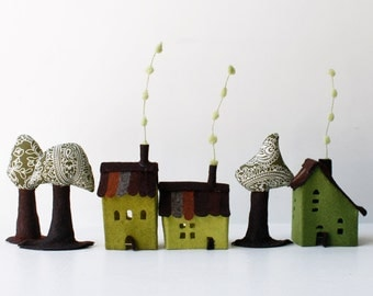 Felt Houses Ornaments, Cabins and trees. Miniature. Green shades, Housewarming gift, original gift.
