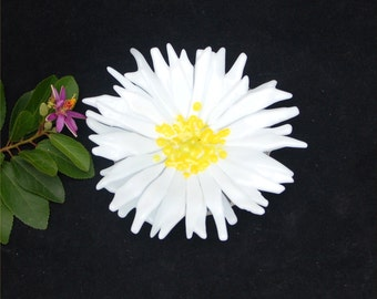 Fused glass daisy dish, white petals, yellow middle