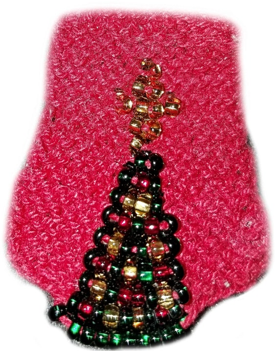 Knitting Patterns For Christmas Brooches : Knit Beaded Christmas Tree Pin Pattern for Intermediate