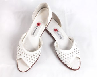 VTG 90's Bright White Leather Flats Sandals size 7 1/2 Womens Punched Out Ballet Flats Open Toe Slides Sandals Size 8