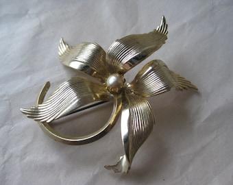 Flower Gold Pearl Brooch Vintage Pin