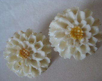Flower Earrings Clip Off White Gold Yellow Vintage Carved