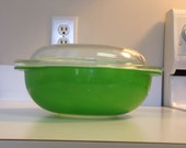 Pyrex Kelly Green 024 Casserole with Lid