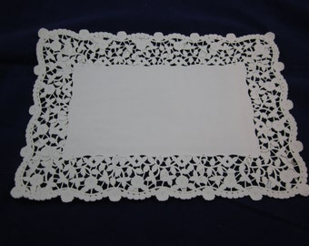 Four (4) Beautihome Paper Lace Placemats 10x14.5 Arts & Crafts Scrapbooking Entertaining