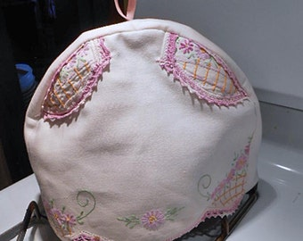 Cozy Emboidered TEAPOT COSY Lavender Daisies Lattice & Appliques, Lace Edge, Reused Vintage Cotton Runner, Flannel Lined 9 x 15 Tea Drinker